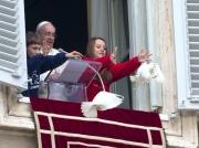 1-pope-doves