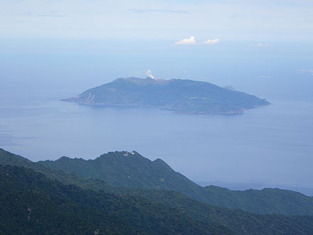 440px-Kuchinoerabujima_island_from_Mt.Nagatadake