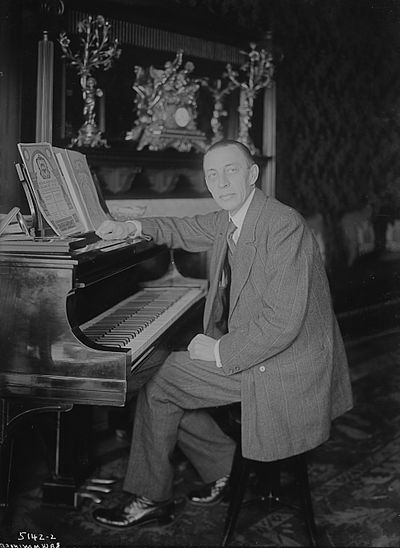 400px-Rachmaninoff_Seated_at_Steinway_Bain