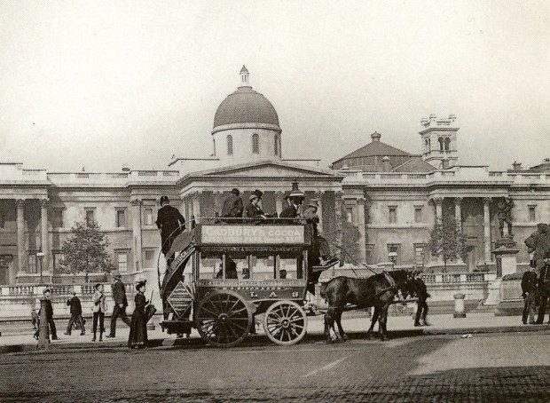 Horse_Bus_in_Trafalgar_Square