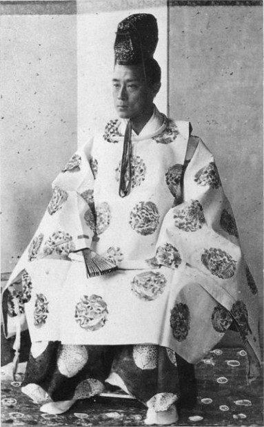 400px-1867_Osaka_Yoshinobu_Tokugawa (1)
