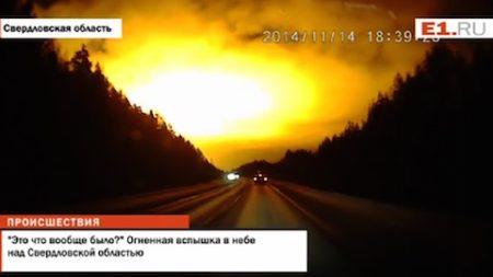 ロシアのオレンジ発光とウクライナのEMP、西日本の謎の「大火球」とオーストラリアの「クラウドホール」と太陽フレアの関係は?