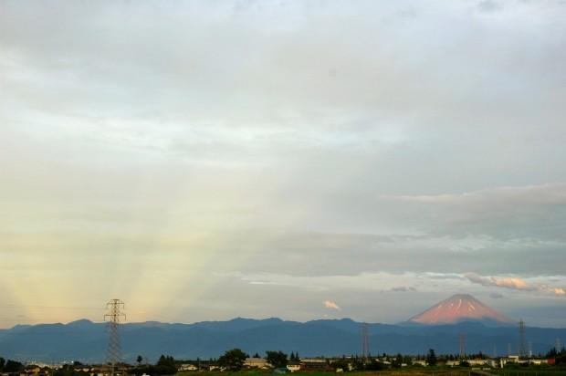 富士山隣で輝く謎の光と米国から逃げ出してる超エリート達