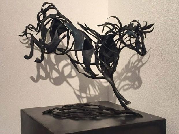 ミックスな出自のキアヌ・リーヴスの健康観と躍動する鉄の馬