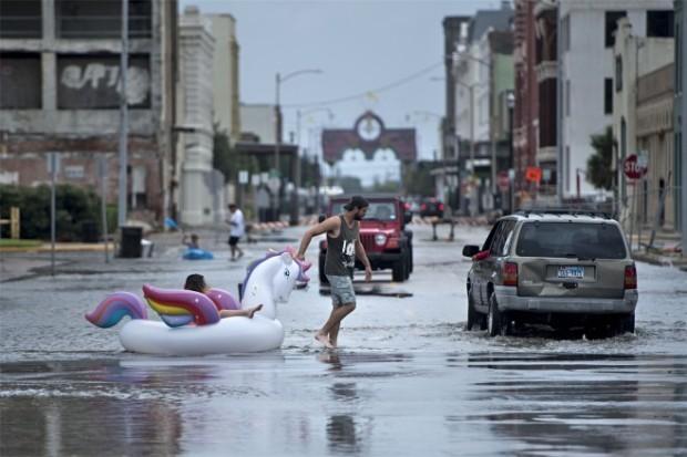 500年に1度のハリケーン「ハービー」と日本人の抑圧された「愛国心」