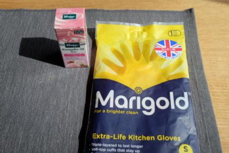 マリーゴールドの秀逸ゴム手袋とピンクフロイドの予言的詩「Time」