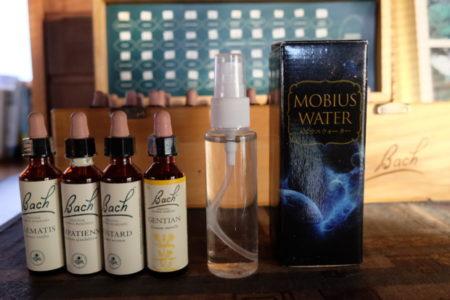 水瓶座のマークが示すメビウスウォーターとバッチフラワーの共鳴効果